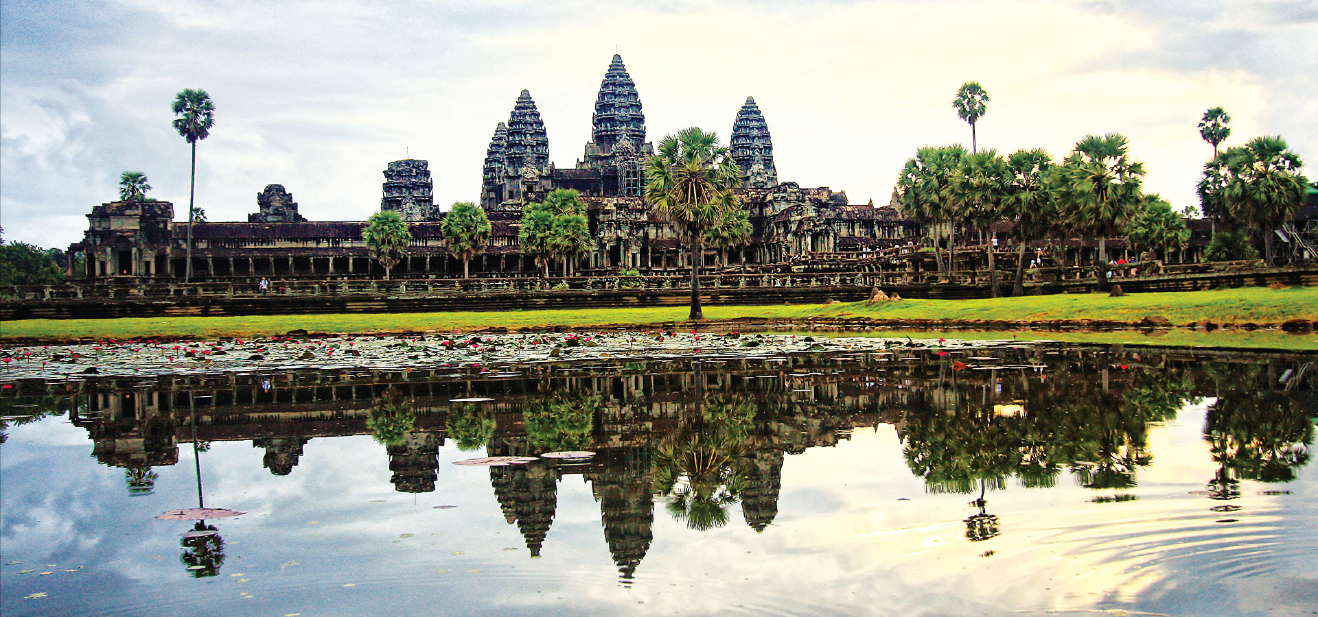 Visit the magnificent Angkor Wat, a heritage of humanity and world wonder